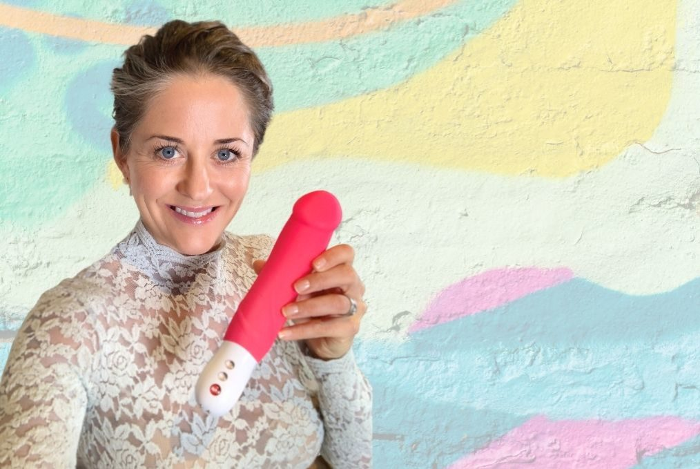 Elisabet Barnes Toy Tuesday, holding Fun Factory Big Boss Vibrator